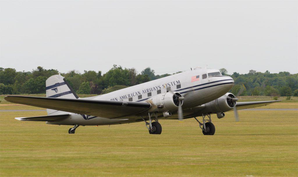 DC-3 N877MG