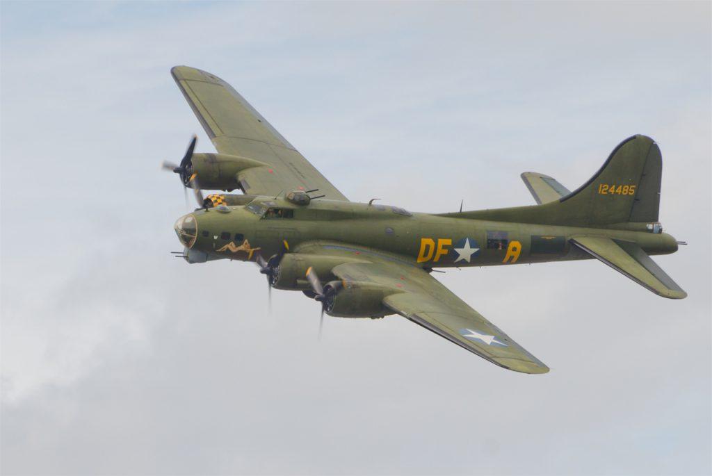 """B-17 """"SallyB"""""""